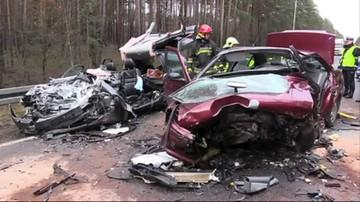 Dwie osoby nie żyją; cztery są ranne, w tym dwoje dzieci. Tragiczny wypadek w Wielkopolsce