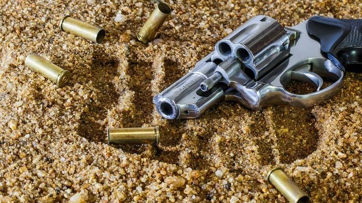 Trzymiesięczna amnestia dla nielegalnych posiadaczy broni. W celu zmniejszenia zagrożenia terrorystycznego