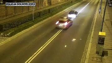 Środkiem jezdni i pod prąd. Uciekał policji, bo nie miał prawa jazdy