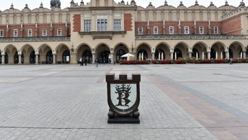 19-07-2016 13:29 Po półrocznej przerwie skarbonka stoi znów na rynku w Krakowie