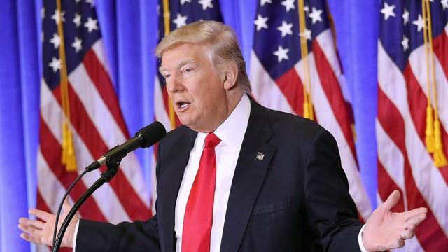 Trump na Twitterze: Clapper potępił raport o rzekomych rosyjskich materiałach