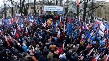 """12-03-2016 16:35 """"Przywróćmy ład konstytucyjny"""". Demonstracja opozycji w obronie Trybunału Konstytucyjnego"""