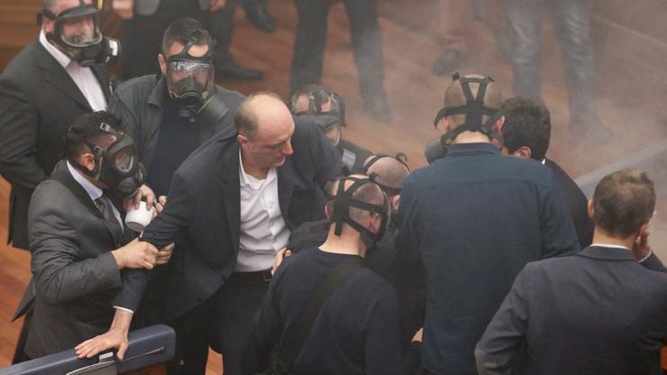 Kosowo: gaz łzawiący w parlamencie uniemożliwił wybór prezydenta