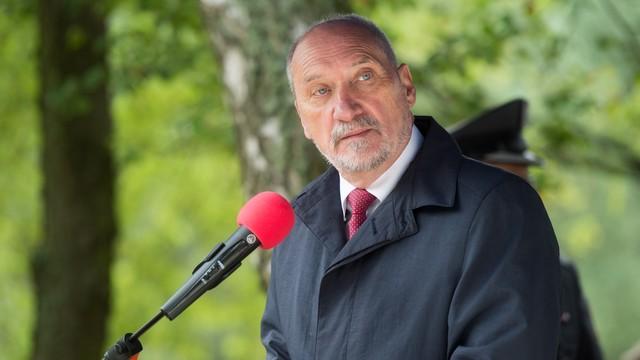 Macierewicz: Polska musi mieć armię, która będzie zdolna sama obronić ojczyznę