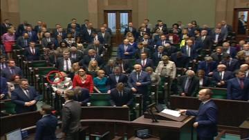 08-11-2017 12:28 Sejm minutą ciszy uczcił Piotra Szczęsnego. Jedynie Krystyna Pawłowicz nie wstała z miejsca
