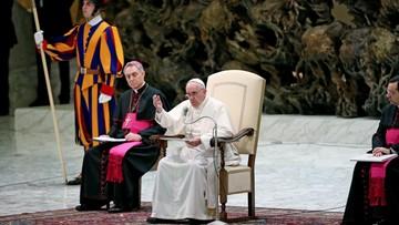 15-01-2016 14:22 Słone odszkodowanie za papieskie sutanny