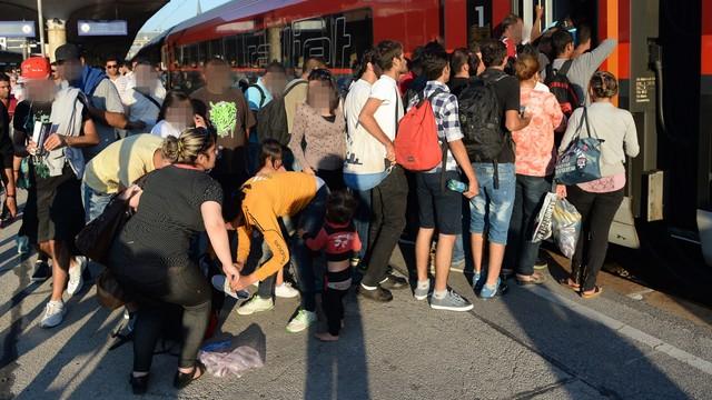 Setki imigrantów przybyły na dworzec w Wiedniu
