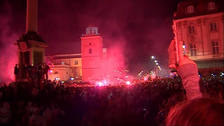Kibice Legii świętują mistrzostwo na placu Zamkowym