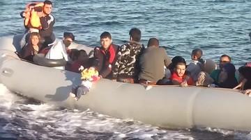 09-09-2017 13:59 Na widok straży przybrzeżnej wystawił dziecko nad taflę wody. Turcy powstrzymali migrantów płynących do Grecji