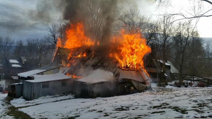 2016-12-12 Pożar pustostanu w Zakopanem. Spłonęła drewniana chałupa