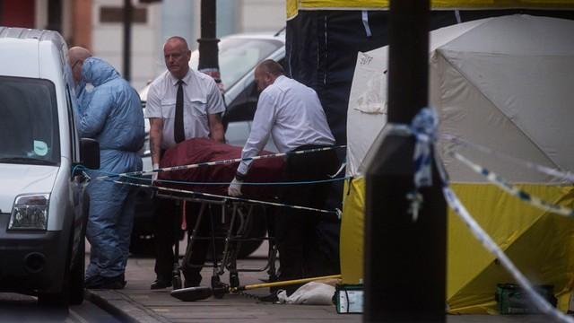 Atak nożownika w Londynie. Jedna ofiara śmiertelna, pięciu rannych