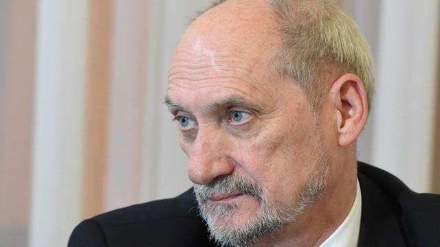 Macierewicz chce zgody z Dudą? MON z nikim się nie spiera