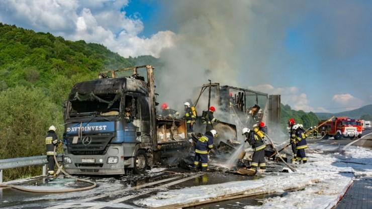 Pożar rosyjskiego tira przy słowackiej granicy. Spaliła się naczepa z meblami. Sześć godzin utrudnień