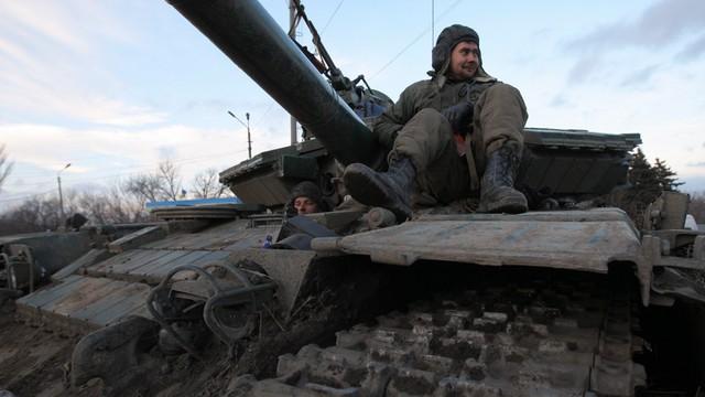 OBWE: broń ciężka wciąż na linii walk w Donbasie