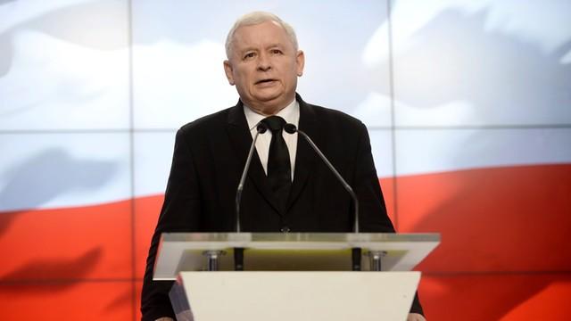 Ponad połowa Polaków uważa, że sprawy w kraju idą w złym kierunku (SONDAŻ)