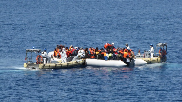 1300 emigrantów uratowanych u wybrzeży Włoch