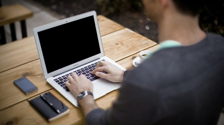 Najwięcej przez internet kupują mężczyźni