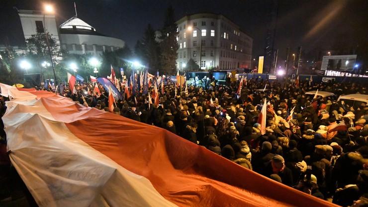"""""""Kryzys polityczny w Polsce"""". Światowe media o protestach przed Sejmem"""
