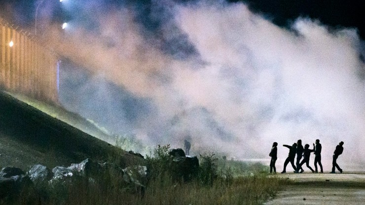 Zamieszki w Calais. Imigranci zaatakowali policjantów