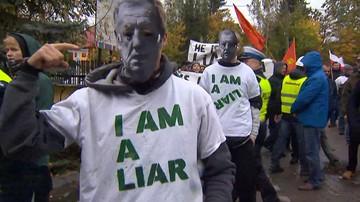 Konfrontacja zwolenników i przeciwników wycinki drzew w Puszczy Białowieskiej
