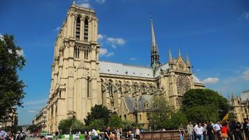 07-09-2016 14:19 Samochód pełen butli gazowych porzucony koło katedry Notre Dame