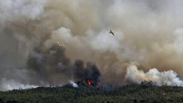 Hiszpania: pożar zagraża 1000 hektarów lasów i upraw w Katalonii