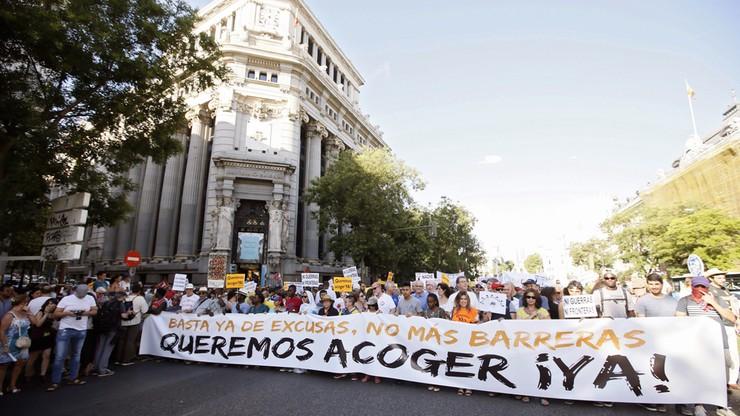 """""""Dość wykrętów! Nigdy więcej barier!"""". Manifestacja z żądaniem przyjęcia uchodźców w Madrycie"""