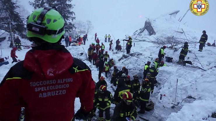 Po lawinie we Włoszech. Akcja trwa. 9 osób uratowano z zasypanego hotelu