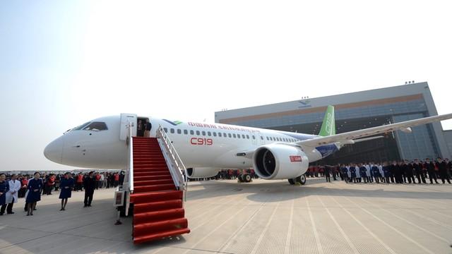 Chiny: Prezentacja nowego pasażerskiego odrzutowca C919