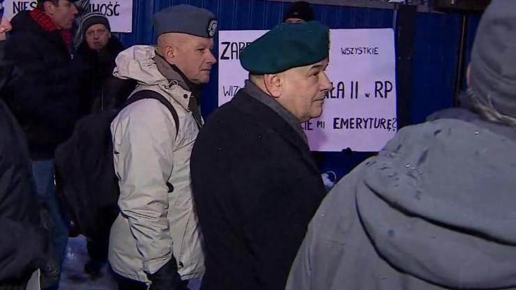 Na manifestacji w wojskowym berecie. Mazguła z zarzutem popełnienia wykroczenia