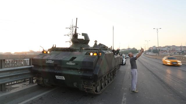 Turcja: po puczu zatrzymano ponad 15 tysięcy osób