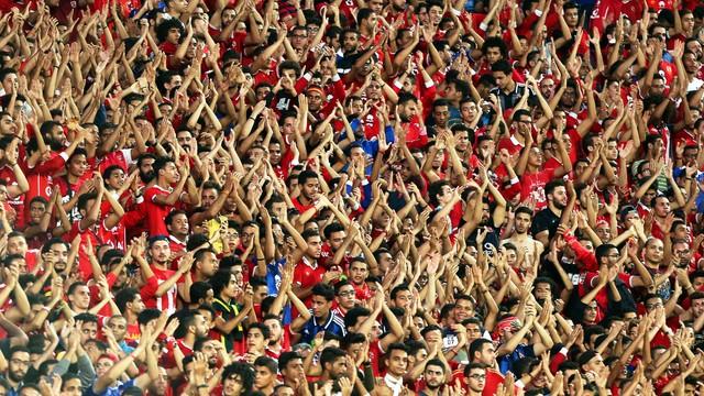 Trening piłkarzy Al-Ahly odwołany z powodu tysięcy kibiców na murawie