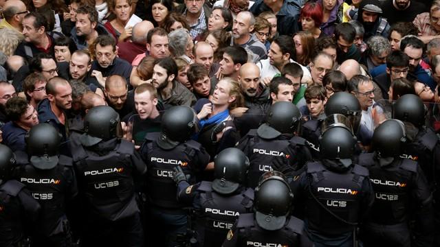 Hiszpania: Madryt wycofuje siły policyjne z Katalonii