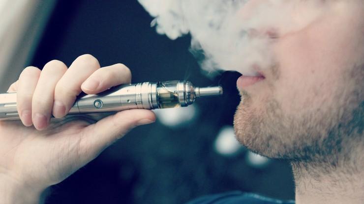 Rząd: nieletni nie kupią już e-papierosów. Będą też zakazy jak dla zwykłych palaczy