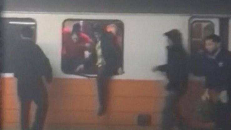 USA: Panika w bostońskim metrze. Ludzie uciekali przez okna [WIDEO]