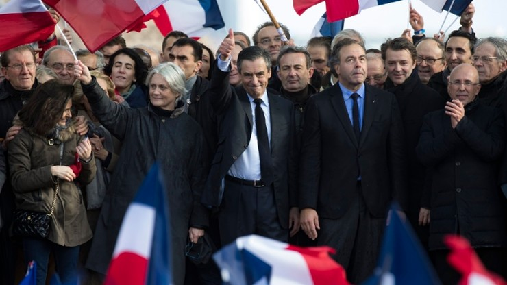 Wiec poparcia dla Fillona w Paryżu. W partii rośnie presja, by ustąpił
