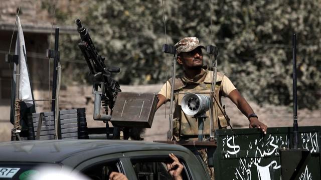 Pakistan: krwawy atak talibów na bazę lotniczą