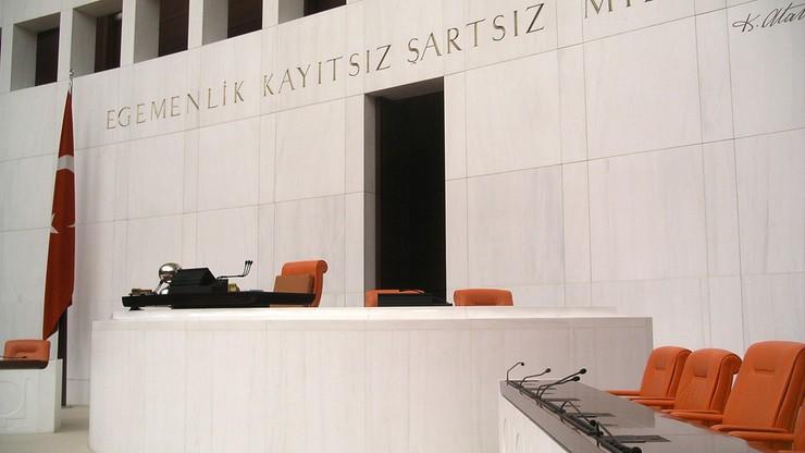 Awantury w tureckim parlamencie. Opóźniają przyjęcie przepisów ws. wiz do UE
