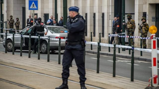 W Brukseli odkryto kolejną kryjówkę zamachowców z Paryża