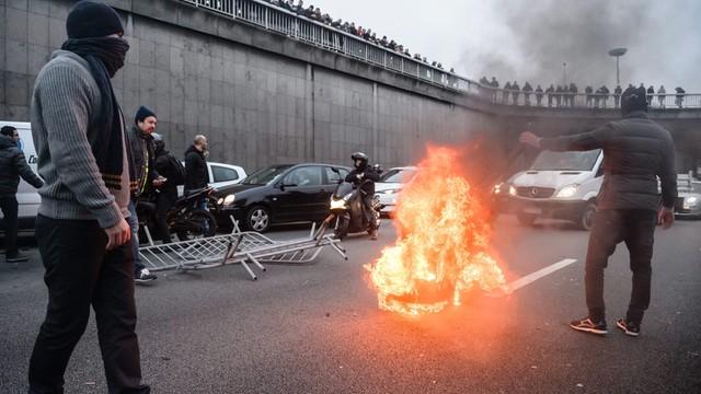 Strajk taksówkarzy w Paryżu. Starcia kierowców z policją