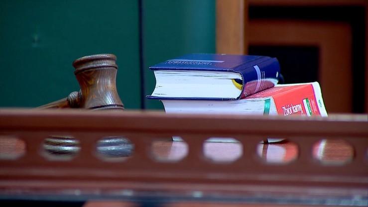 Akt oskarżenia wobec właściciela baru z kebabem w Ełku. Doszło tam do zabójstwa 21-latka