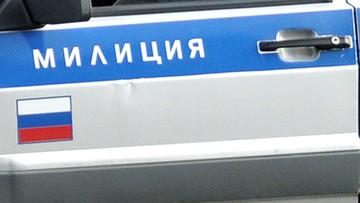 08-02-2016 15:17 Rosja: transporter wojskowy w ogrodzie. Pijana załoga zatrzymana po... pieszym pościgu