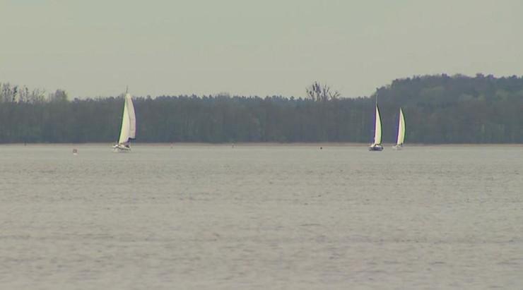 Burze w Beskidach - ranny w Bielsku-Białej, wiatr przewrócił łódki