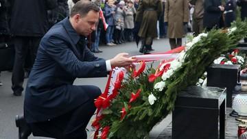 10-04-2016 14:42 Prezydent złożył wieniec przed pomnikiem Ofiar Katastrofy Smoleńskiej