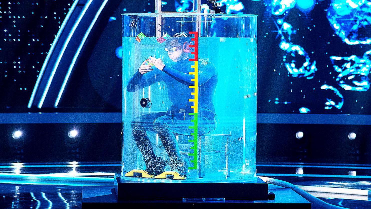 """Sukces w """"The Brain"""". Kostki Rubika pod wodą! - Polsat.pl"""
