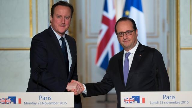 Hollande: Francja nasili ataki na IS. Cameron zapewnia o wsparciu