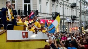 2016-05-31 Szczypiorniści Vive Tauronu Kielce świętowali sukces z kibicami na rynku