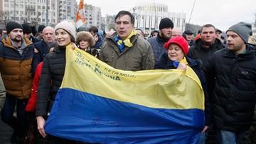 """""""Pozostanę tu aż do zwycięstwa nad złodziejami i bandytami zasiadającymi w tym budynku"""". Saakaszwili przed parlamentem"""