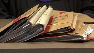 16-12-2016 14:21 Miał podrabiać dokumenty. Prawie 200 zarzutów dla wójta Gietrzwałdu