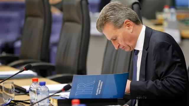 Komisarz Oettinger chce dialogu z Polską o tzw. dużej ustawie medialnej